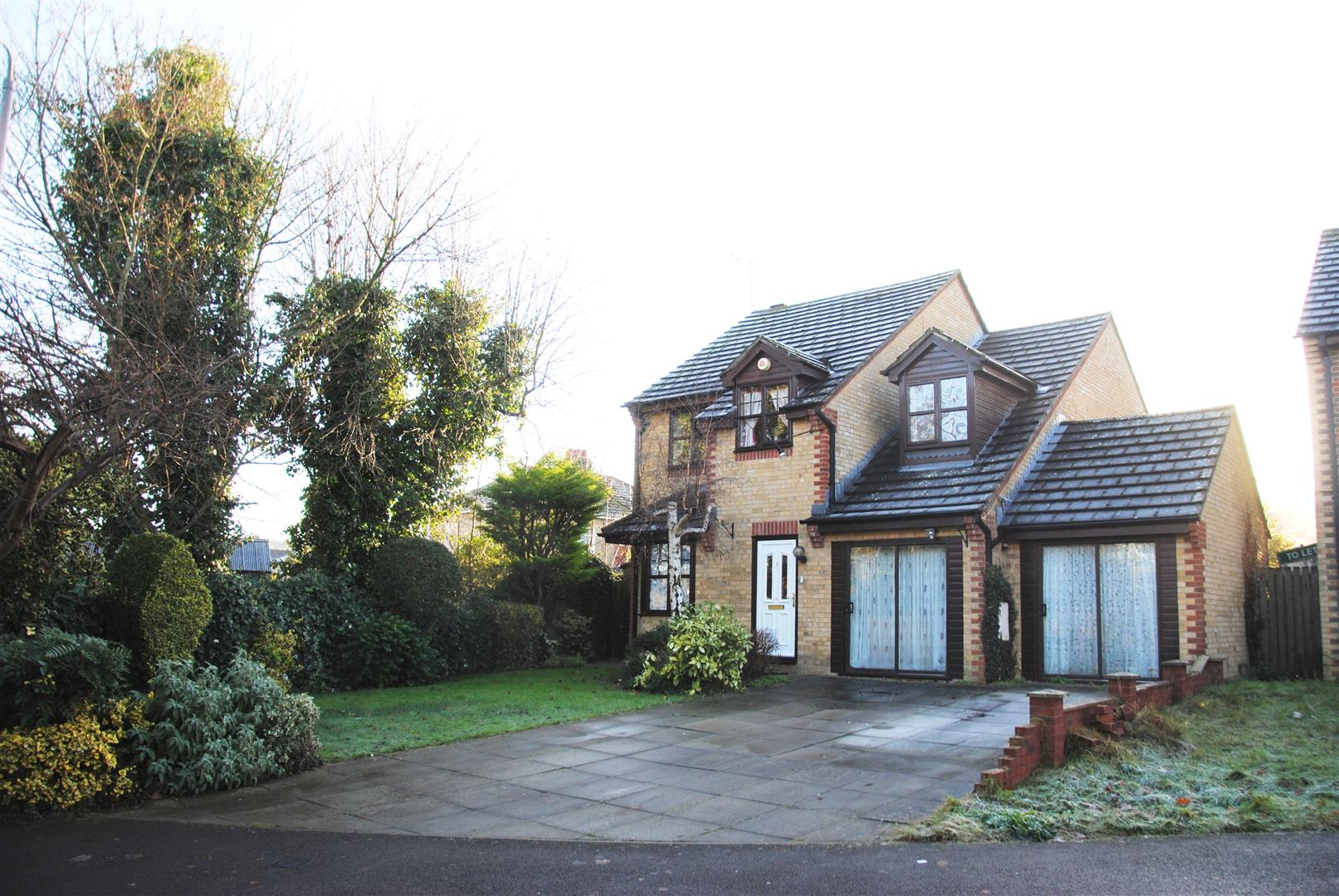 4 Bedrooms Detached House for sale in Dunsford Close, Swindon